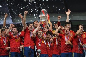 Spain_national_football_team_Euro_2012_trophy_02